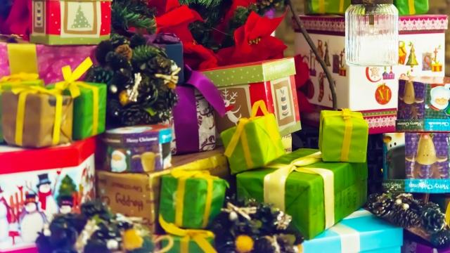 クリスマスのプレゼント交換を忘年会で!男女ともに楽しめる交換方法
