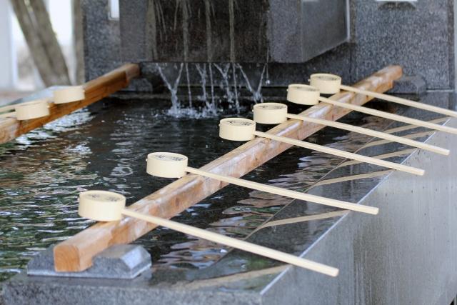 お正月に初詣に行く意味は?神社とお寺の違いとそれぞれの参拝作法