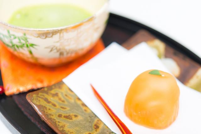 抹茶と出される和菓子の食べ方。楊枝は食べる道具?種類別のマナー